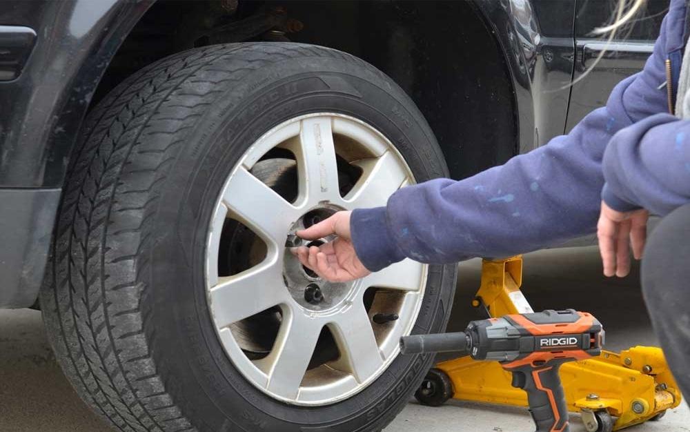Cứu hộ lốp ô tô Dĩ An